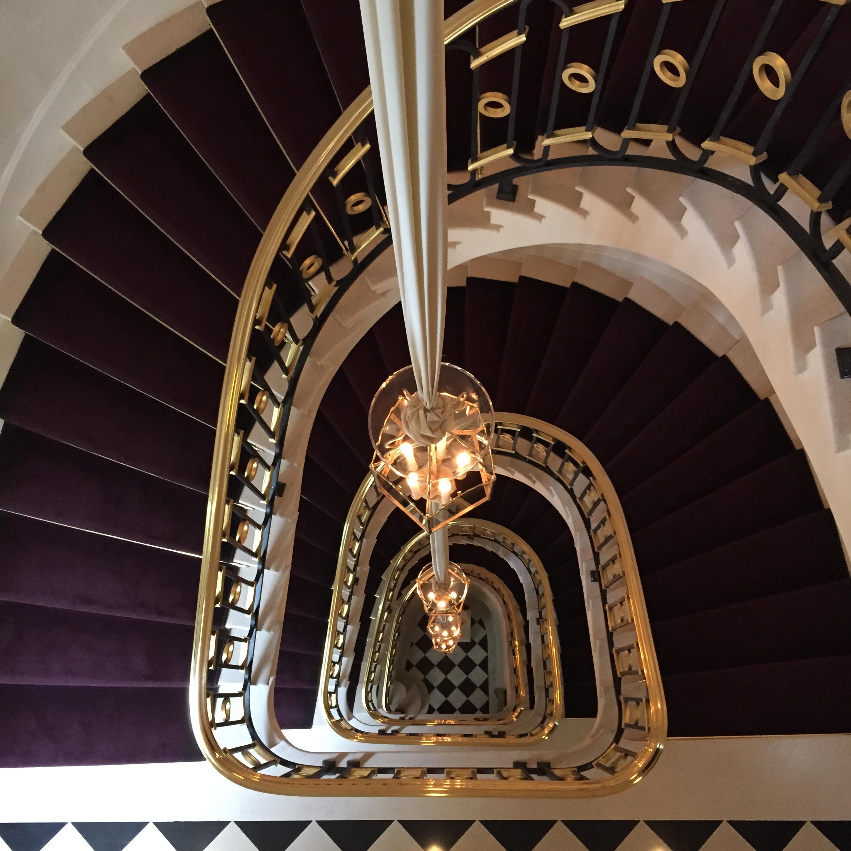 la_reserve_paris_hotel_jacques_garcia_stairs_fancyoli