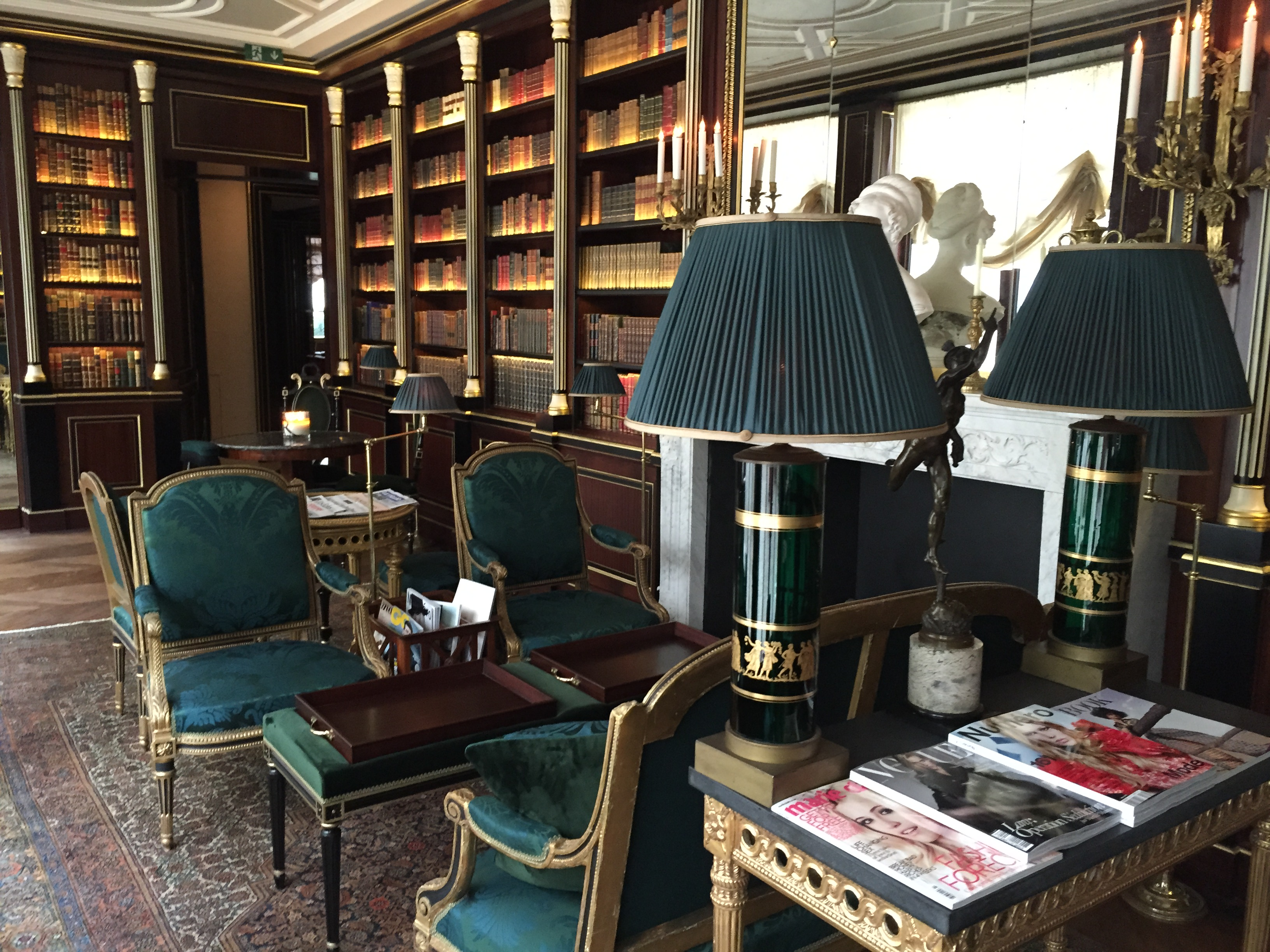 la_reserve_paris_hotel_librairy_fancyoli