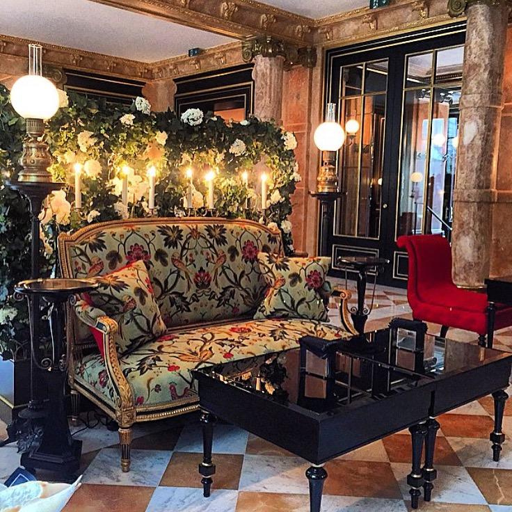 la_reserve_paris_hotel_lounge_fancyoli