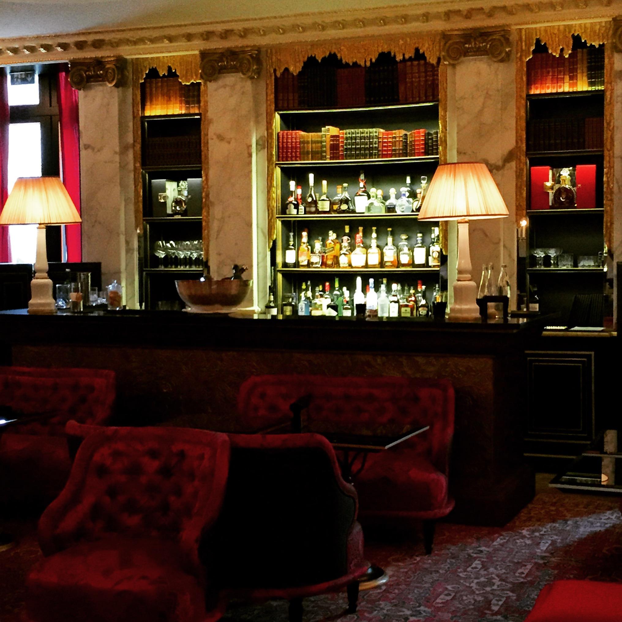 la_reserve_paris_hotel_bar_fancyoli
